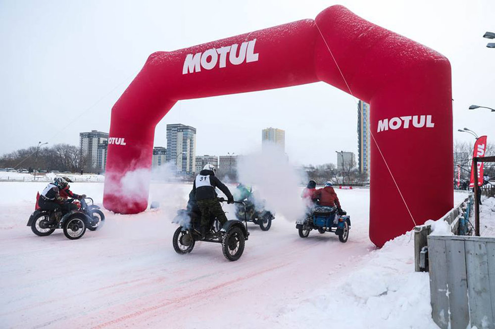 motul-winter-ural-sidecar-fun-3.jpg