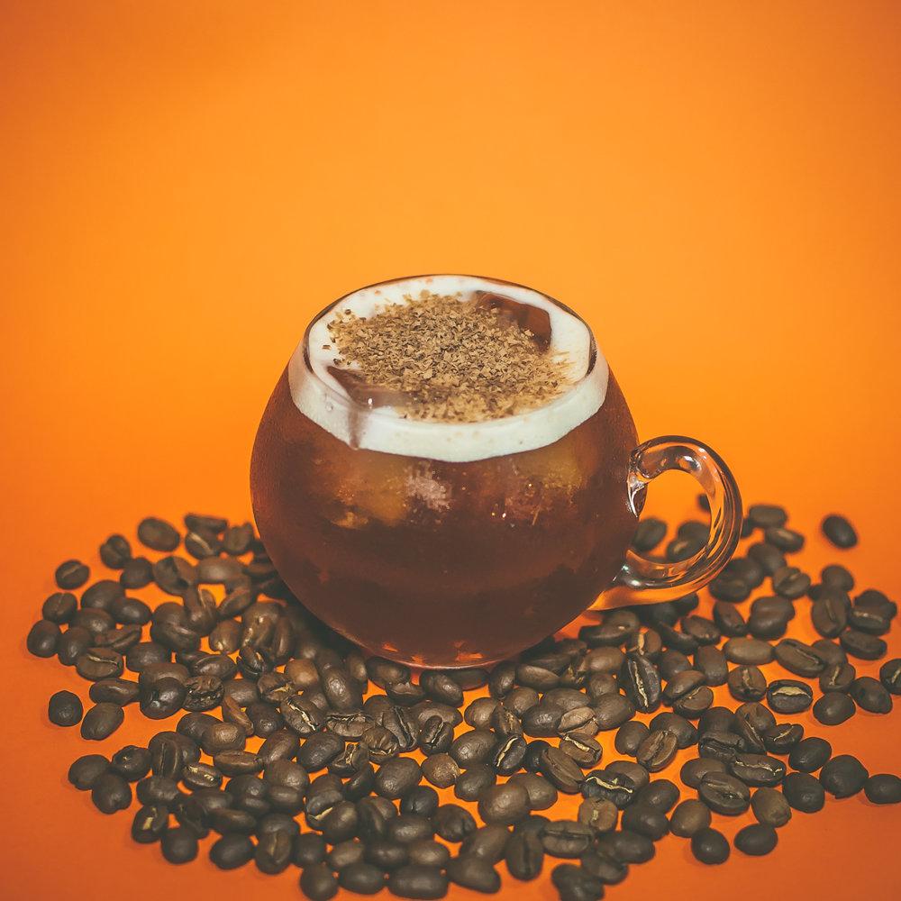 Carajillo Pintado   - Espresso - 2 oz de Xila - 1 oz de miel de agave