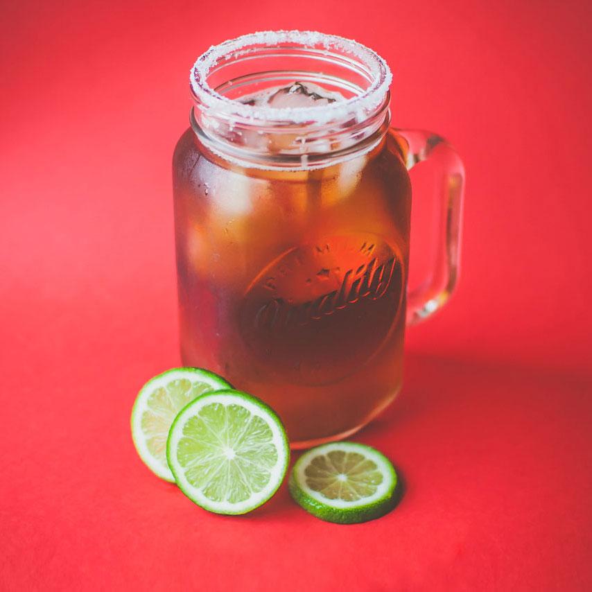 Mixilada   - 2 1⁄2 oz de Xila - 1⁄4 oz de jugo de limón - 2 oz de cerveza clara - 2 oz de cerveza obscura - Escarchar con sal