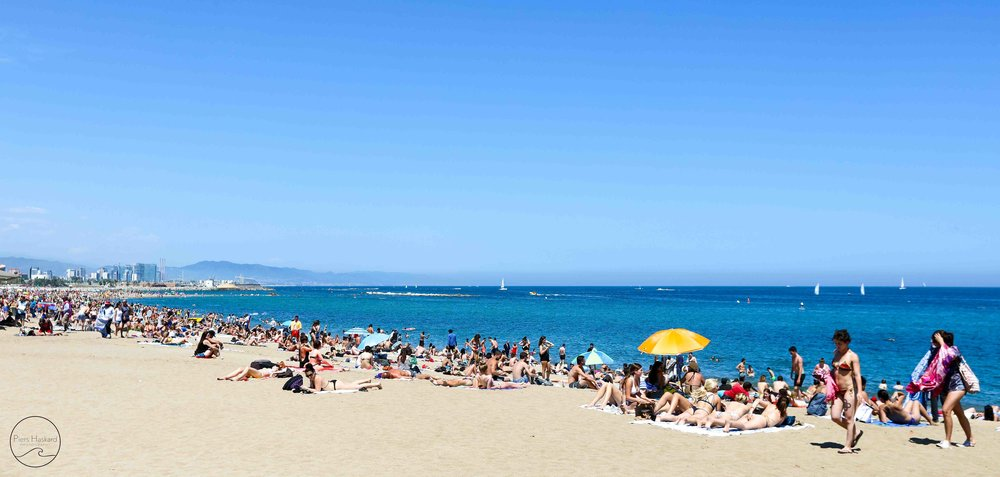 Sant Miquel Beach, Barcelona. We sure weren't the only ones keen on the beach!
