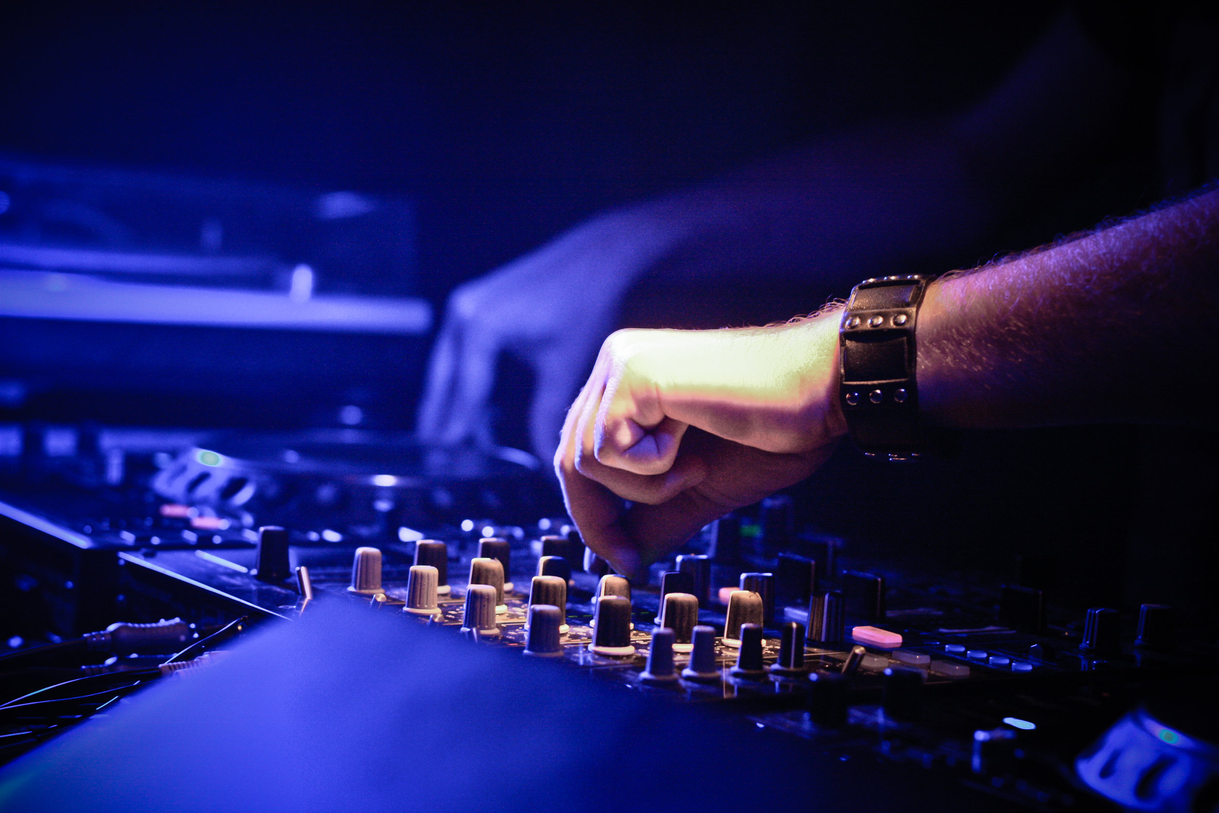 Tips On Hiring A Wedding Band Or Dj Dc Wedding Planner The Plannery