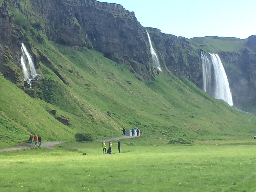 Seljalandsfoss and Glúfrabúi waterfalls