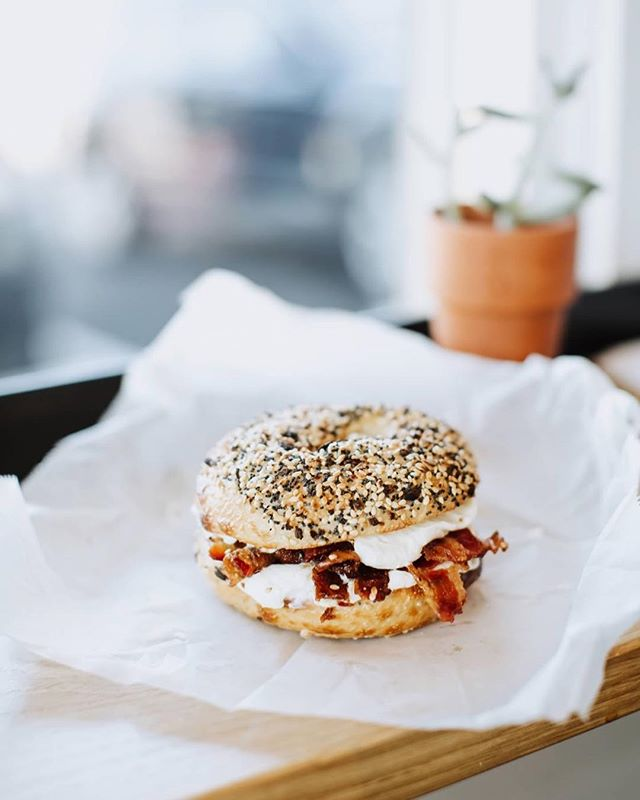You're my everything [bagel]. Raise your hand if you could eat a bagel every day 💁♀️. How delicious does this breakfast bagel creation from @bigdomsbagelshop look? 🥯 #sparkandgather #fridayfeels #bigdombagels