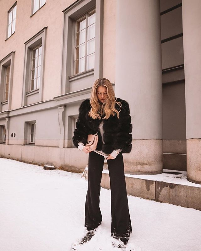 Vi får aldrig nog av fluffiga jackor, både varma och snygga - ultimata vinterplagget 🙌🏻🌸⚡️ bild: @lovisabarkman