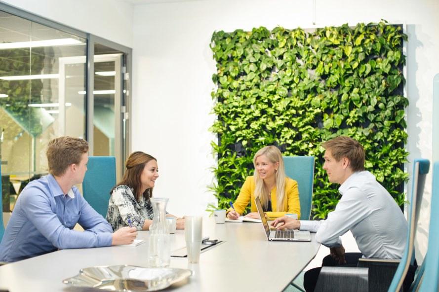 Naava-Green-Wall-Meeting-889x592.jpg