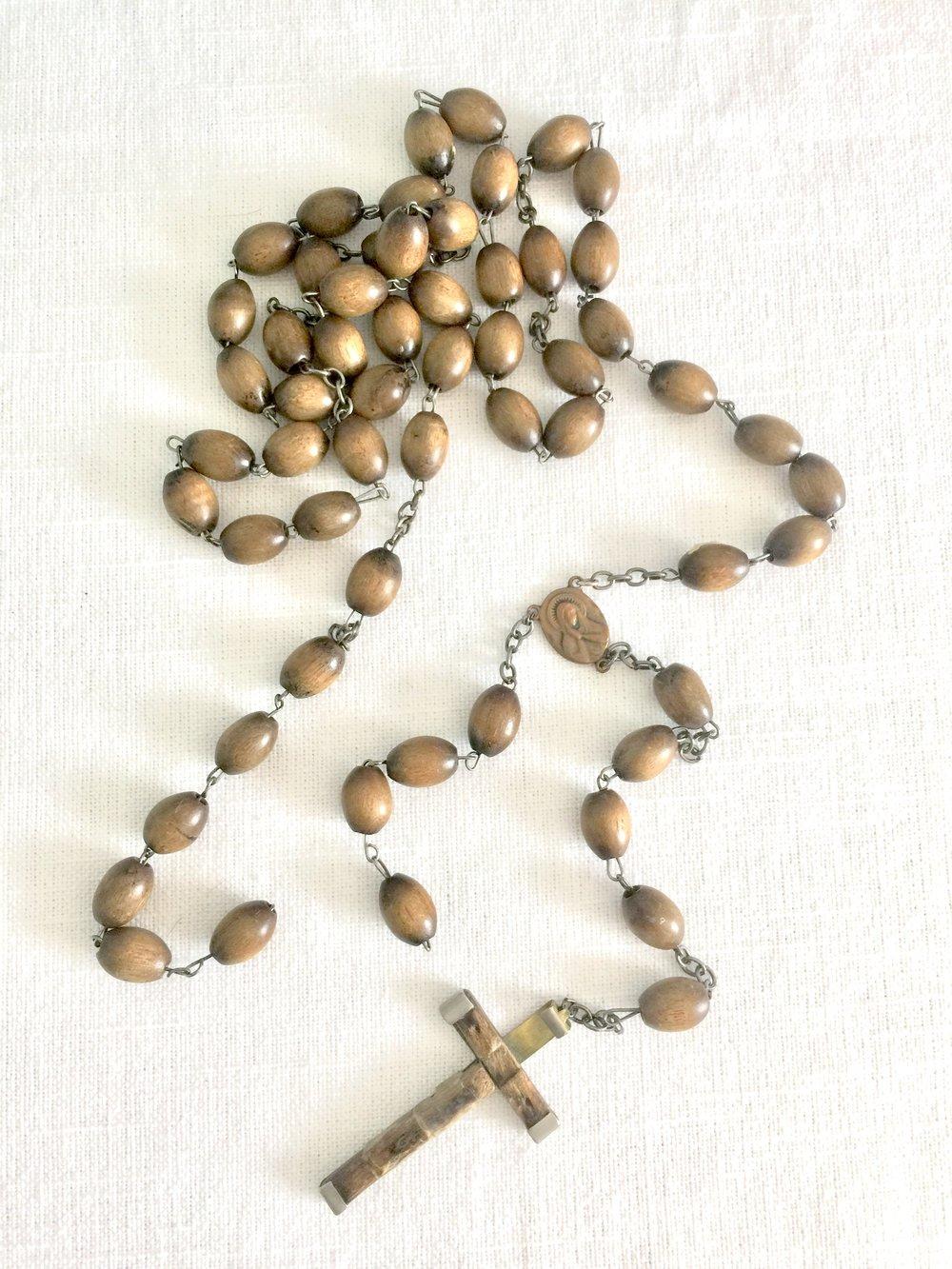 Broken religious rosary.jpg