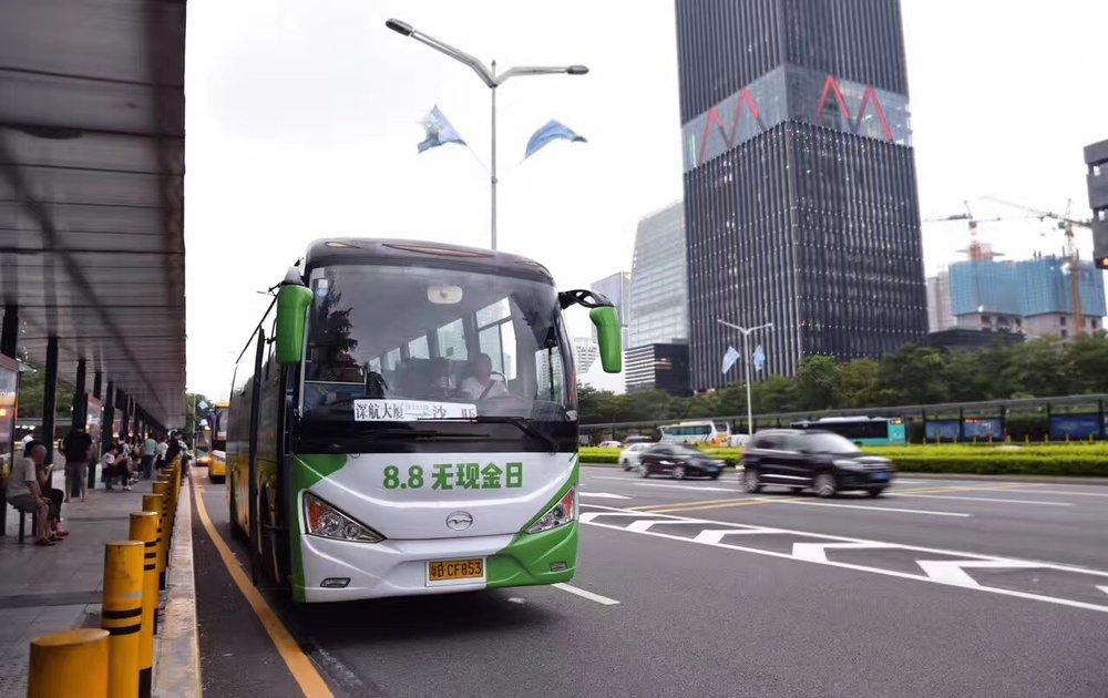 微信支付无现金日车嗒嗒巴士车身广告深圳.jpeg