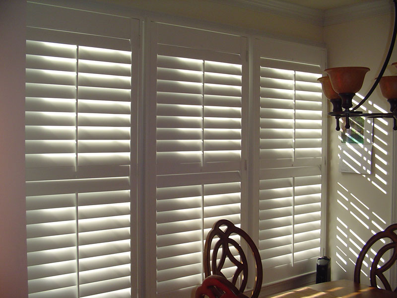 Plantation Shutter with Tilt Bars