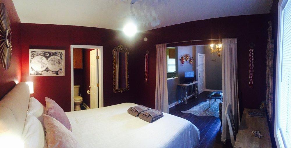 Standard Queen Room >