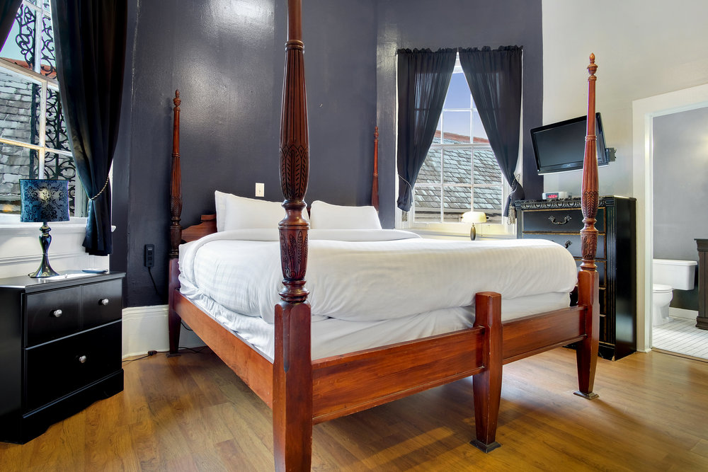 Superior King  FROM $139 A NIGHT >    View Details