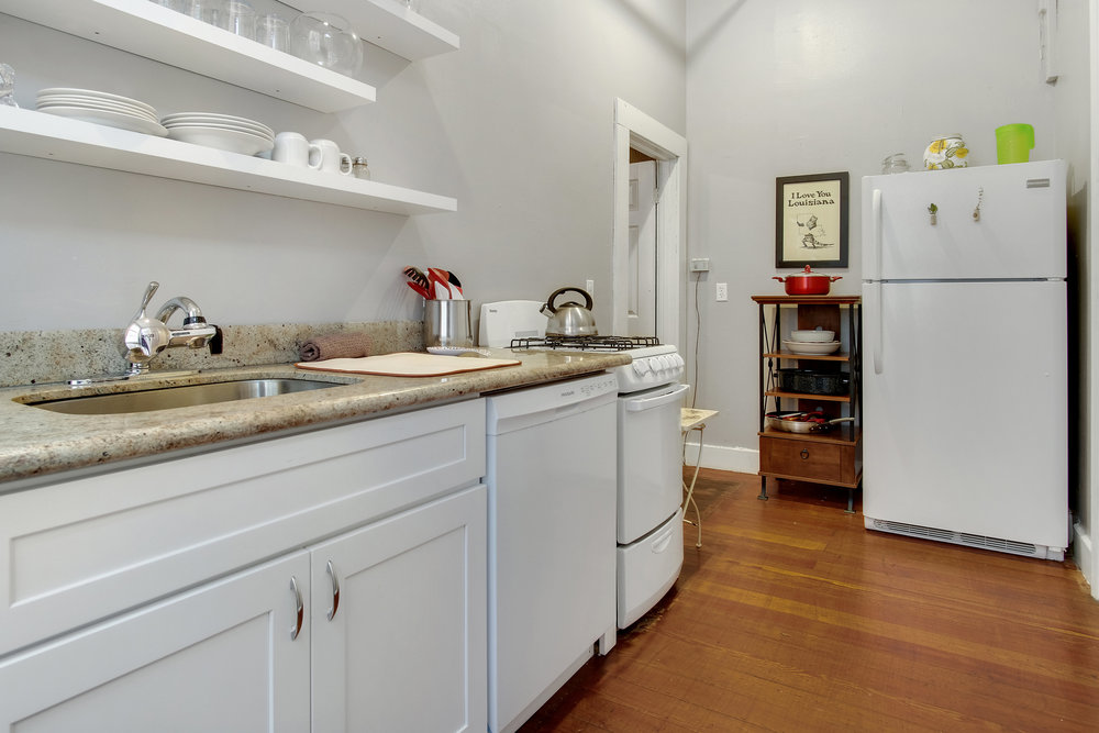 One bedroom apartment with full kitchen    EXPERIENCE NEW ORLEANS AS IF YOU LIVED HERE!    FROM $149 A NIGHT >    view details