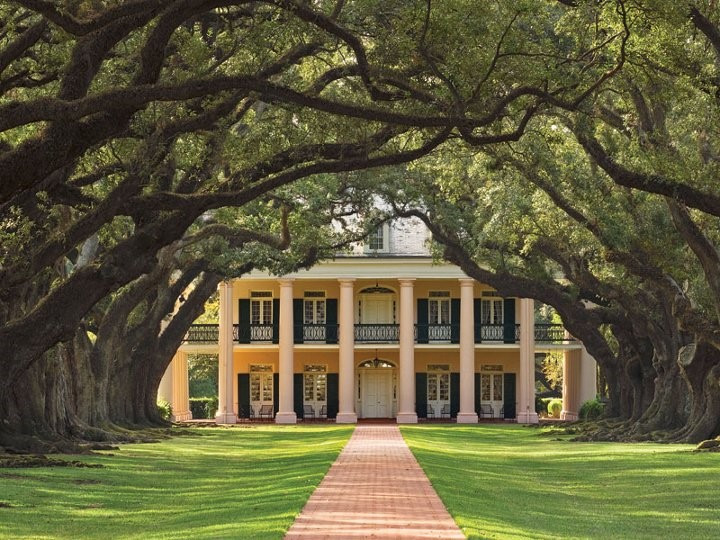 The spectacular Oak Alley Plantation in Louisiana