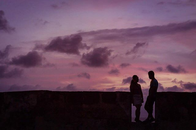 Um sunset de cores especiais em #Cartagena ▪️▪️▪️▪️▪️▪️▪️▪️▪️▪️▪️▪️▪️▪️ . 📸 Fotografia por @lileruiz 💜▪️ ▪️▪️▪️▪️▪️▪️▪️▪️▪️▪️▪️▪️▪️▪️ ▪️ ▪️ ▪️ #prewedding #ensaio #truecolors #liebe #love #sunset #wedding#casamentodedia #weddingday#smp#bride #weddinginspiration#wedding #fotografiadecasamento#noivasrio #inspiração#amolapisdenoiva#noivas2017 #flowers #noivasriodejaneiro #casamentorj #santateresa #lapisdenoiva