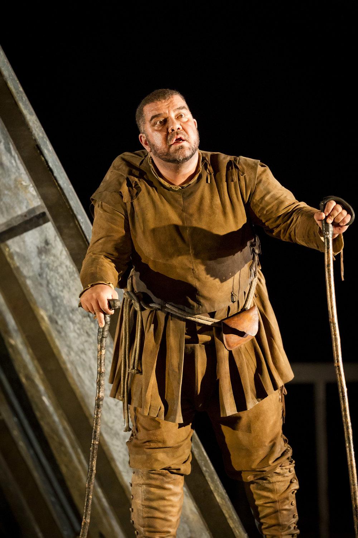 Rigoletto. DIMITRI PLATANIAS AS RIGOLETTO (C) PERSSON (3).jpg