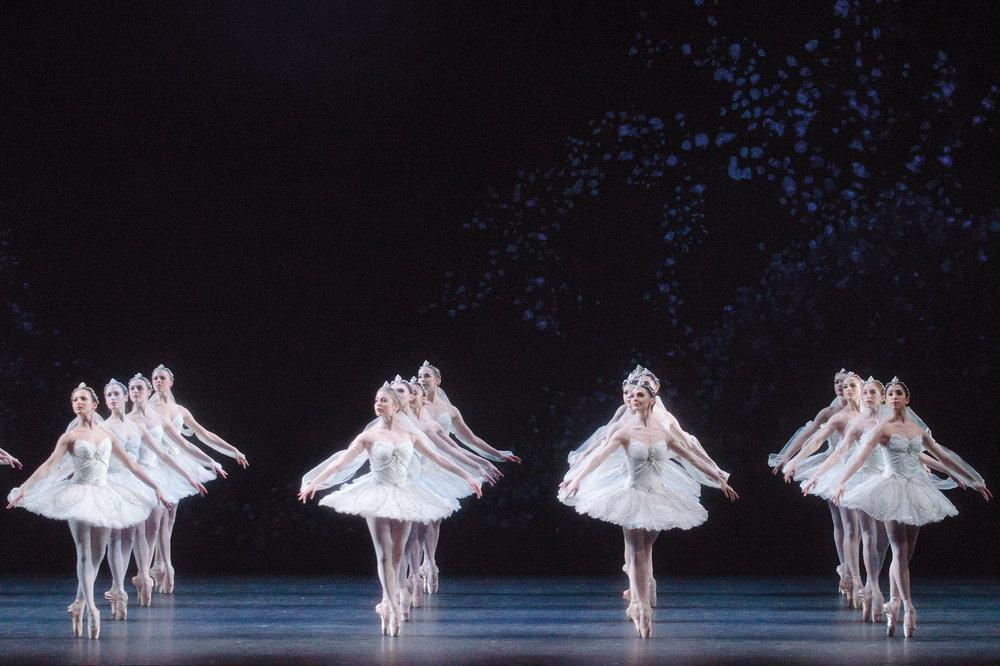 LA BAYADERE. Artists of The Royal Ballet in the 'Kingdom of the Shades' scene. (c) ROH Tristram Kenton (2013).jpg