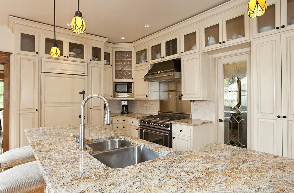kitchen 2-Smaller.jpg