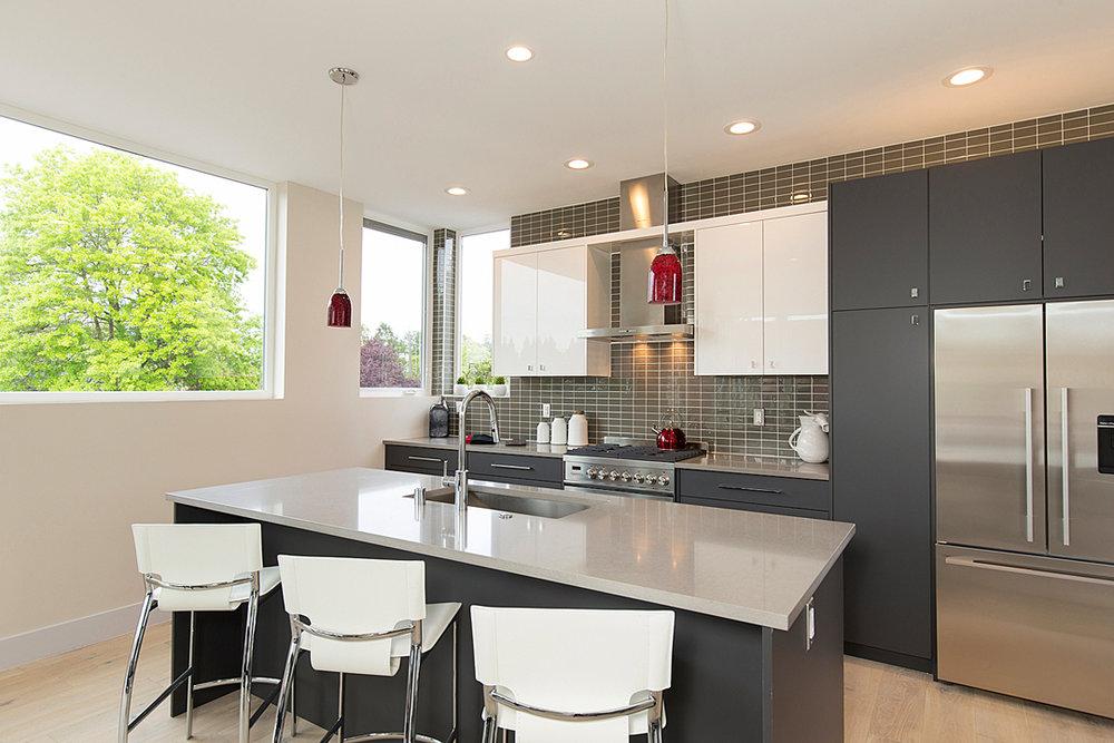 16 kitchen 1-3.jpg