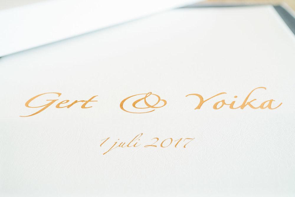 Lasertekst   Standaard worden de namen en datum op de albumkaft afgebeeld.