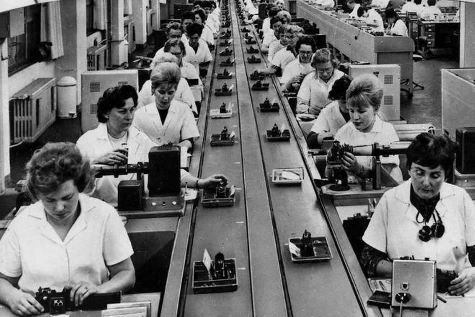 Hard aan het werk in de Pentacon fabriek
