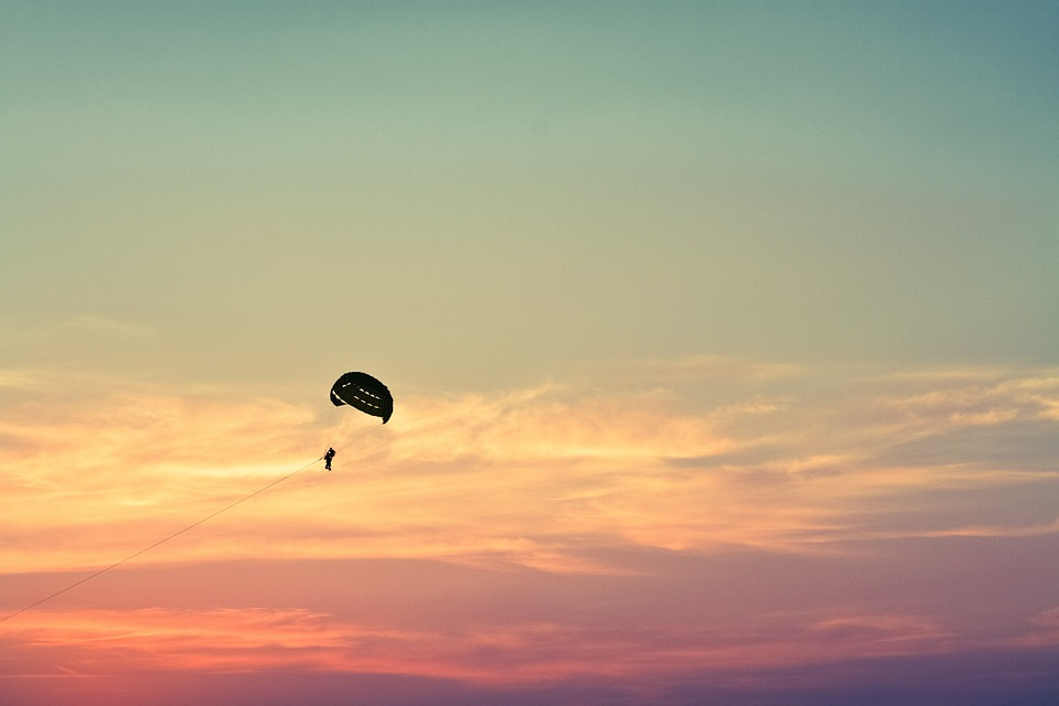paragliding-1031275_960_720.jpg