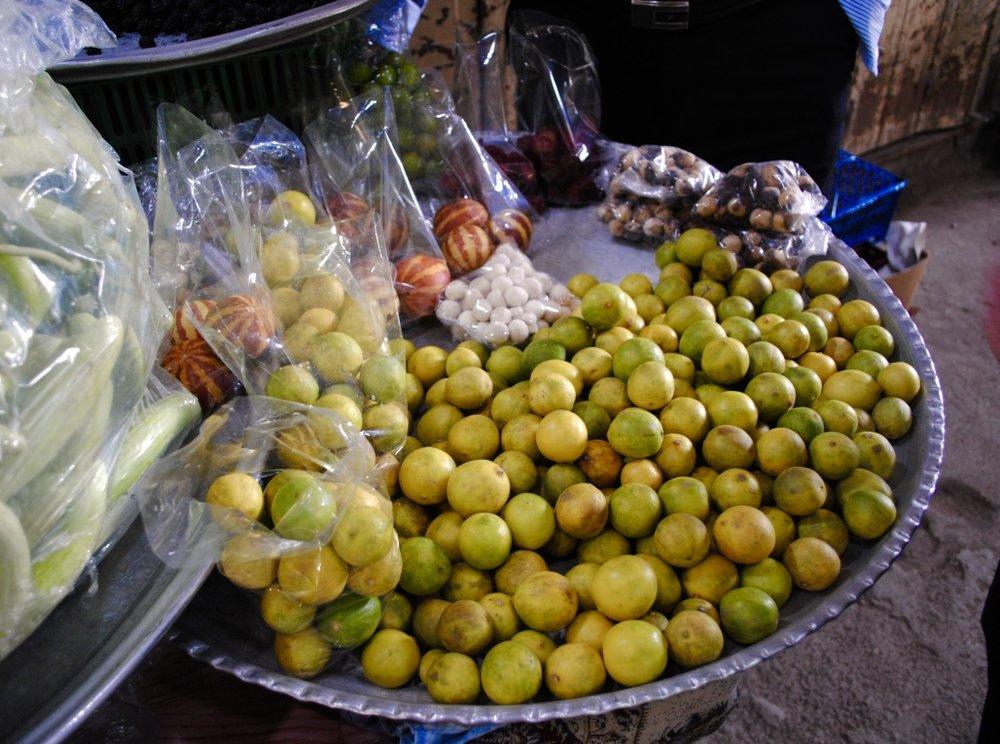 iran-isfahan-lemons