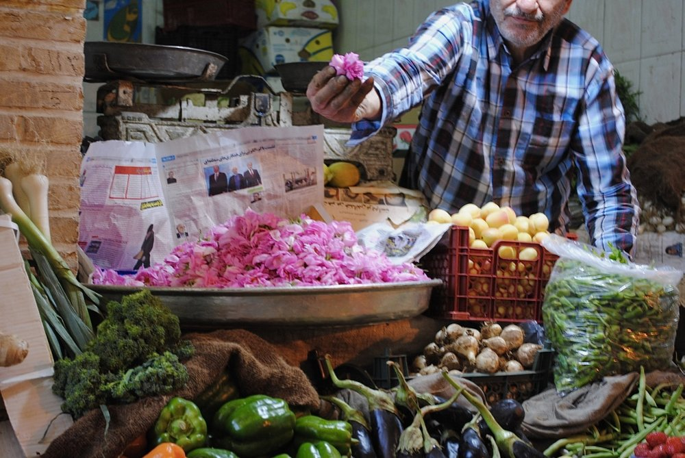 iran-isfahan-rose-petals-bazaar
