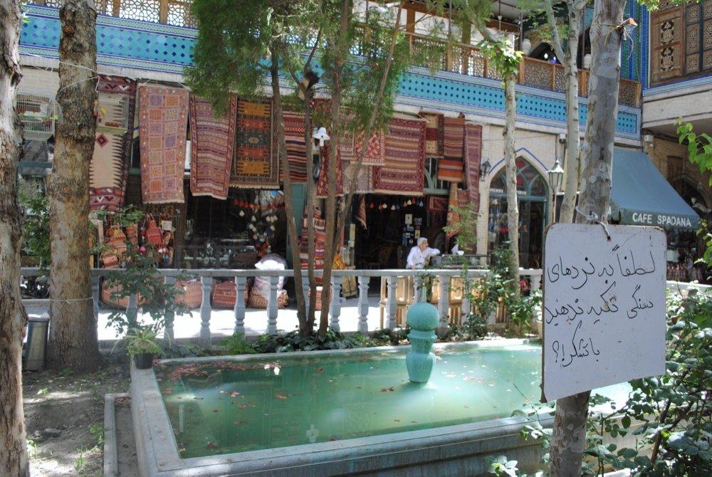 iran-isfahan-bazaar-alley