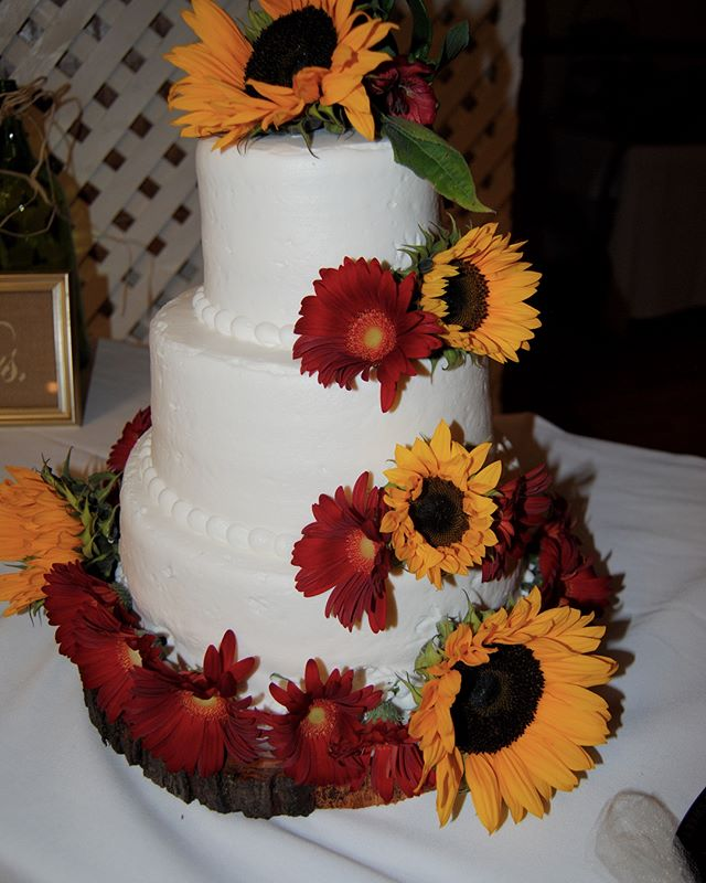 Let us make your day everything and more with our home cooked food and in-house florist! Call to receive a menu or request a quote! . . #wedding #fall #catering #bridetobe #bridal #love #shesaidyes