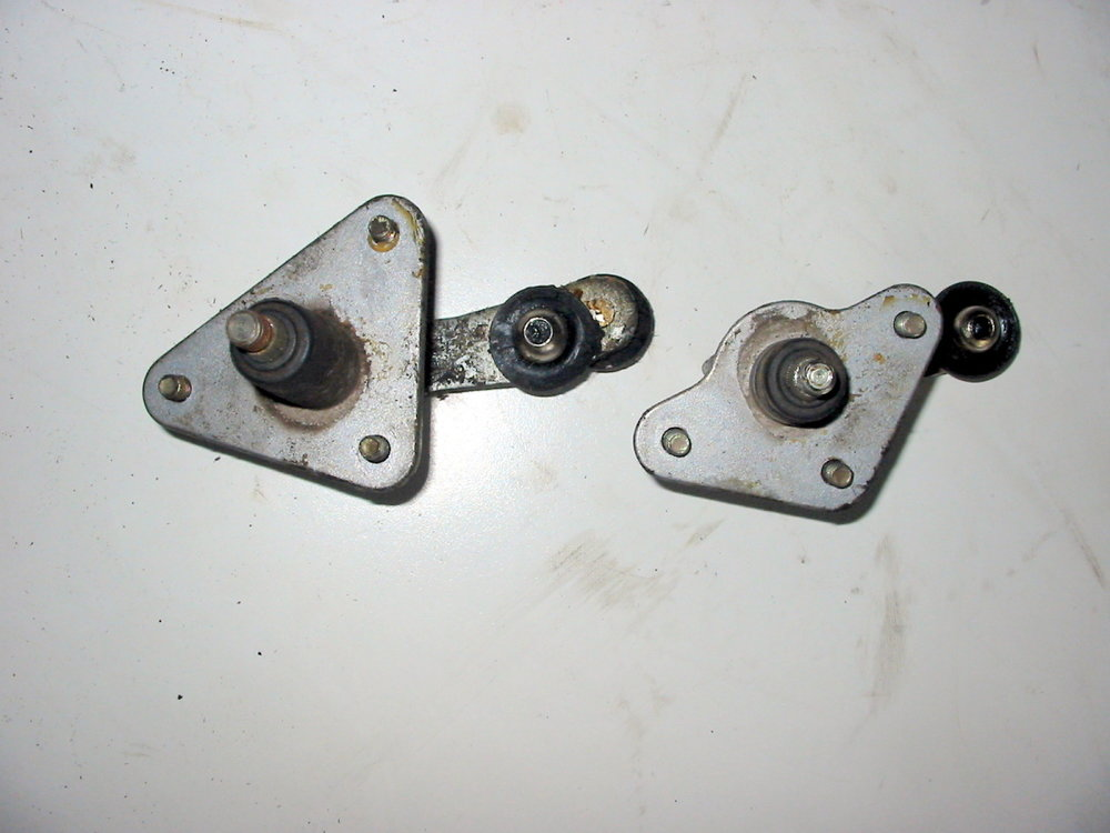 Wiper mounts (1990-1994 Legacy)