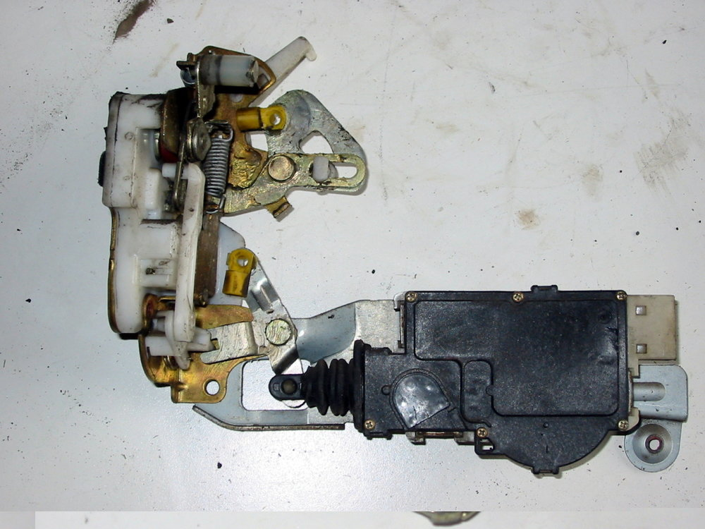 Latch, RF door (1990-1994 Legacy)