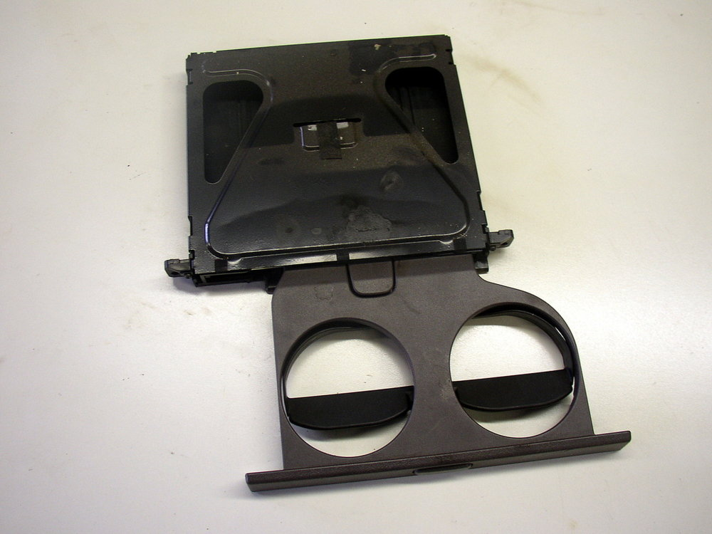 Cup holder, front (95-99 Legacy)