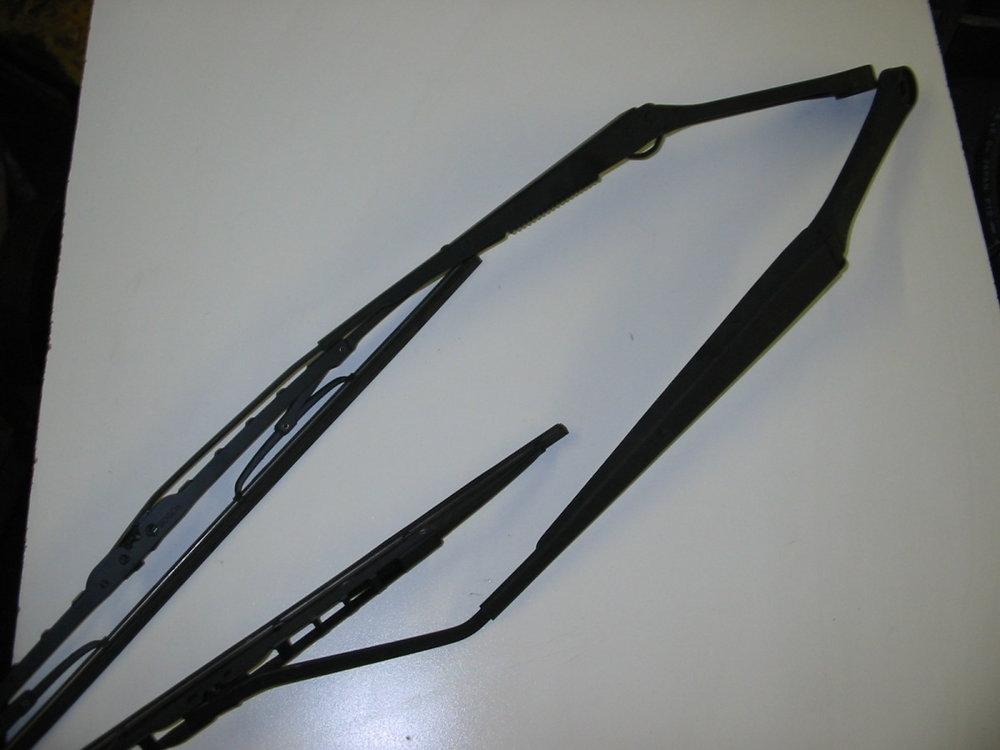 Wiper arms, Front (1998-2001 Impreza)