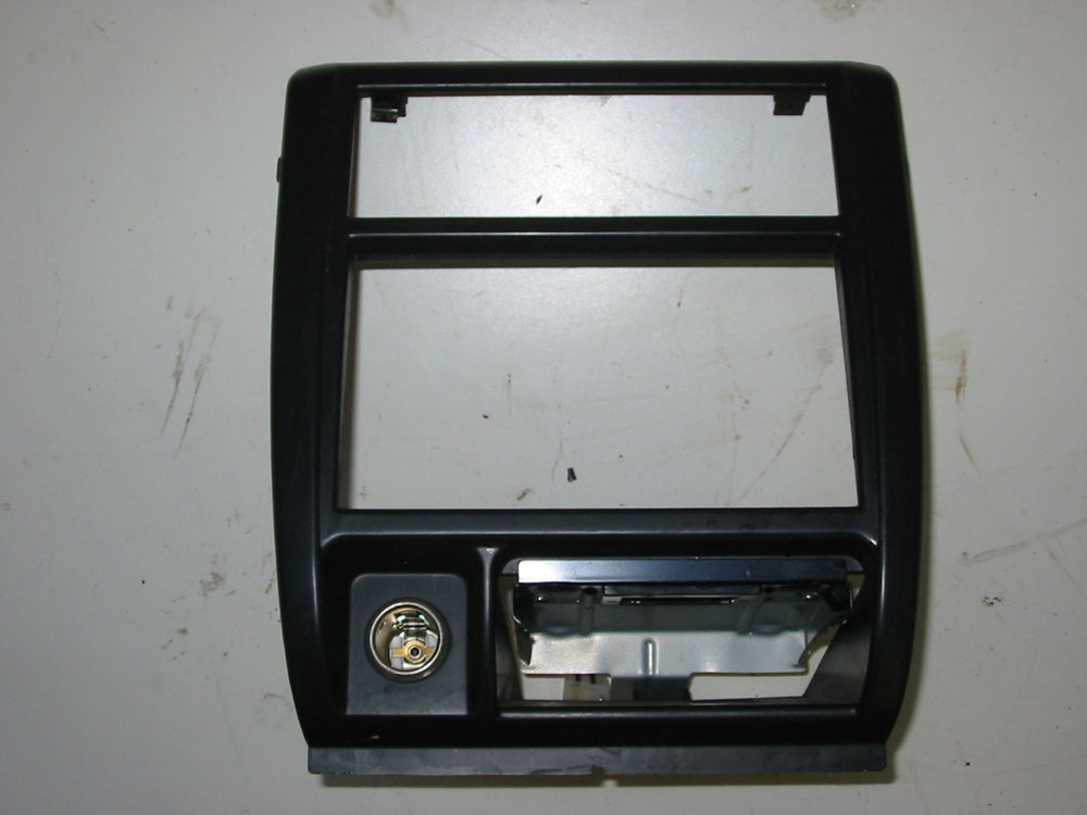 Radio Trim Bezel (1998-2002 Forester)