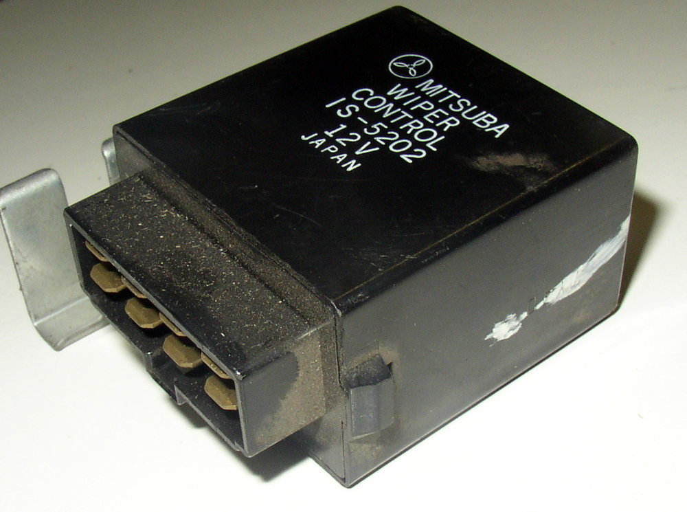 Control unit, wiper # IS-5202 (85-94 Loyale)