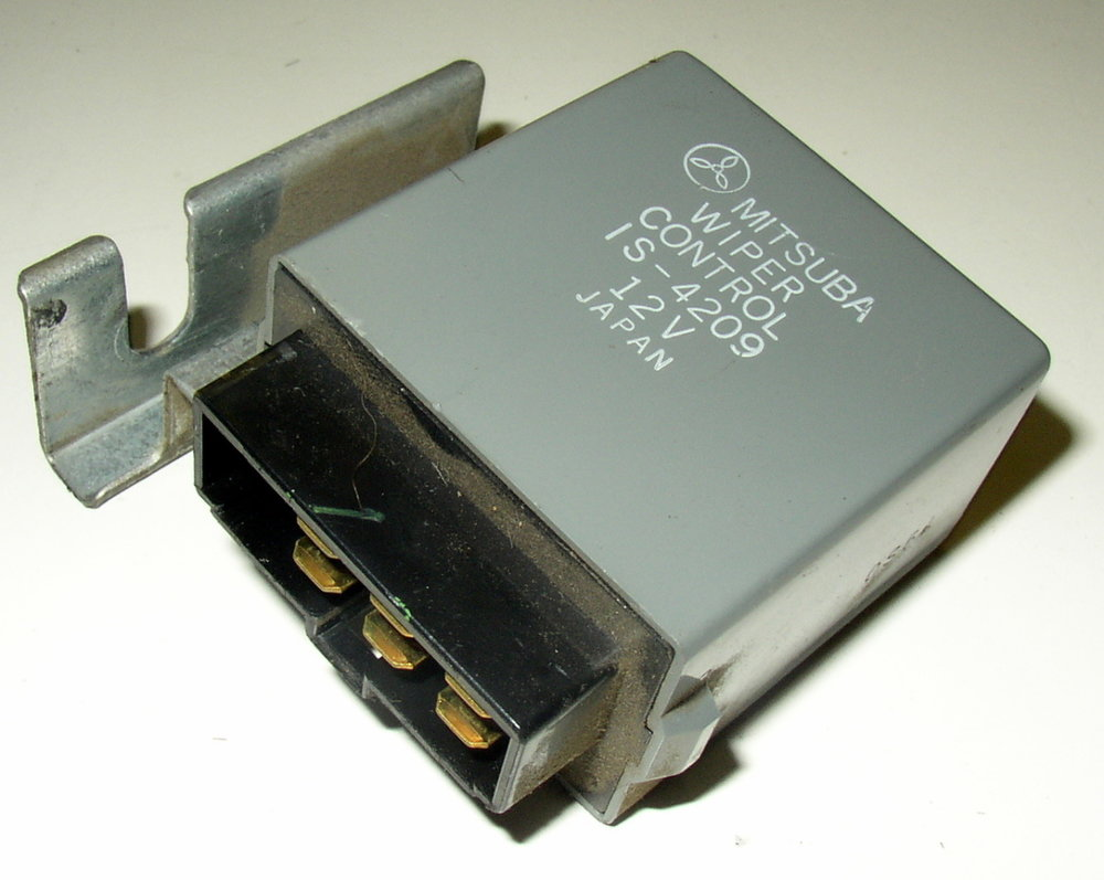 Control unit, wiper # IS-4209 (85-94 Loyale)