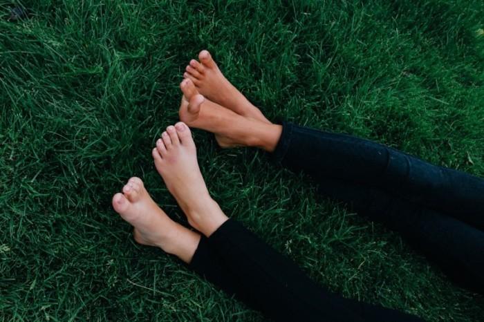 feet-914737_1280-e1459195883816.jpg