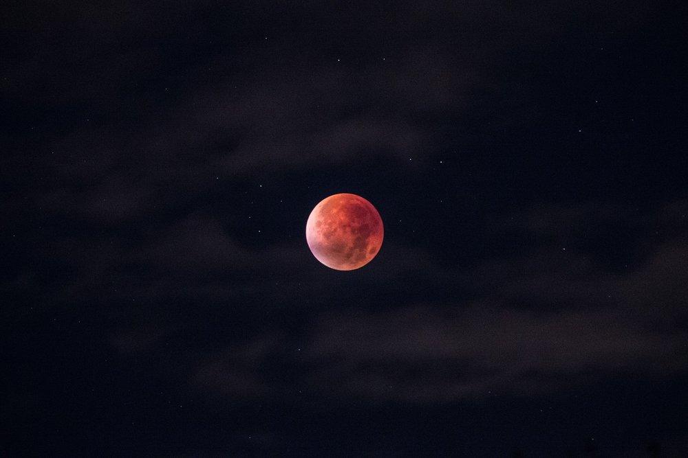 lunar-eclipse-962802_1920.jpg