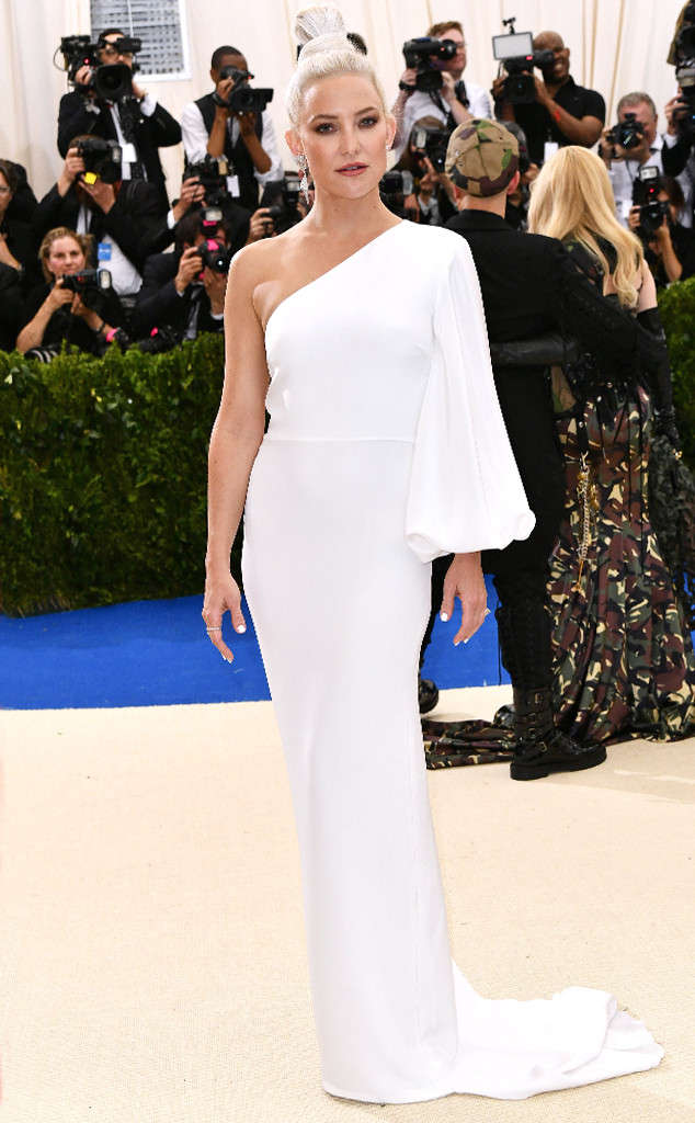 rs_634x1024-170501174810-634.KAte-Hudson-Met-Gala-2017-Arrivals.ms.050117.jpg