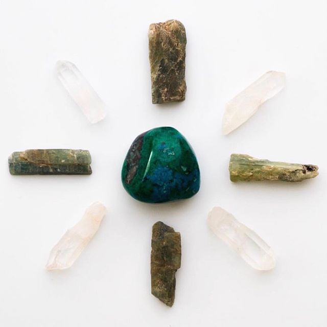 //S P R I N G  30% O F F  S A L E// ⠀⠀⠀⠀⠀⠀⠀⠀⠀ With the change of seasons comes letting go of the old as we welcome in the new. Assist your springtime detox with deep cleanser chrysocolla and green tourmaline. Currently offering 30% off ✨t h e  c l e a n s e r ✨ to help reset, detox, cleanse and recharge. Use code SPRINGCLEANING at checkout.  #TCM💎