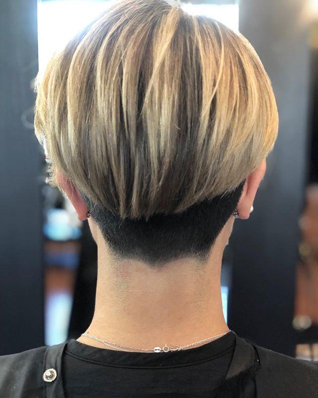 Paola  COL • @artandfury CUT • @thelostkiiddoeshair ⠀⠀⠀⠀⠀⠀⠀⠀⠀ #wachairgroup #hausofwac #wacattack #wearecreative #weactuallycare #davinesnorthamerica #davinessalon #donewithdavines #davinescolor #greencirclesalons #chlf #hairbrained #modernsalon #canadianhairdresser #behindthechair #shorthaircut #blondehighlights #texture #layered #undercut #instahair #markhamsalon #mainstreetmarkham #danicolour #hairbythalz