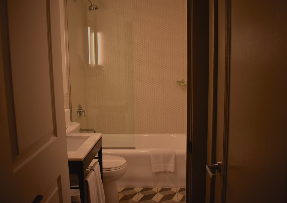 The bathroom at the Hollywood Roosevelt (photo by Meghan Ianiro)