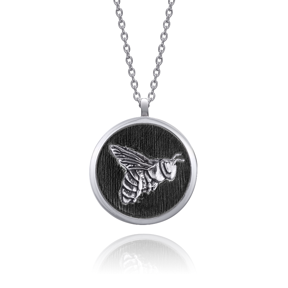 bee-necklace-black