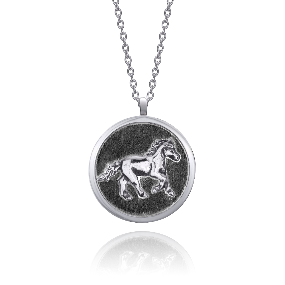 horse-necklace-black