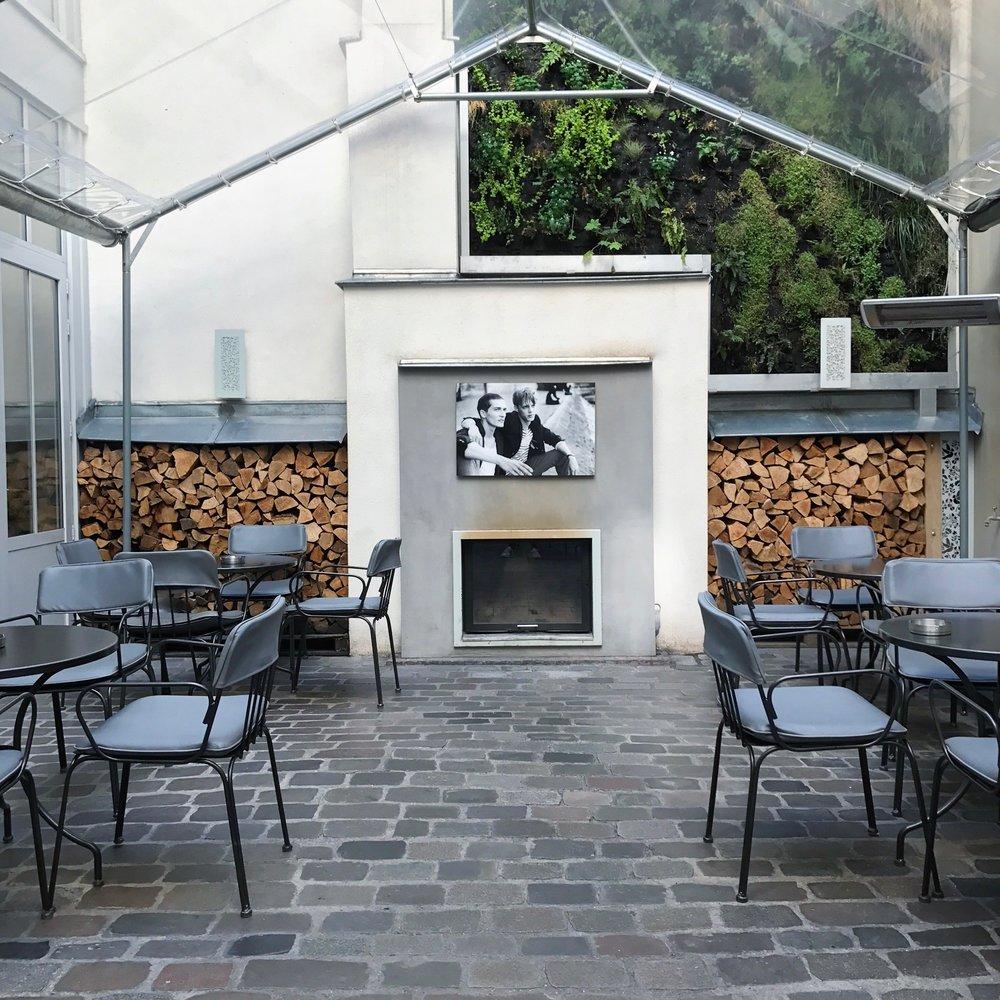 Hotel Jules et Jim Courtyard