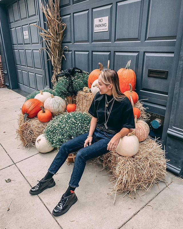 the pumpkin in the patch that just wants to be picked! 🎃 ⠀⠀ *also...like my belt? thought so! i had been looking for a solid black belt for a while and @beltology delivered 🖤. they're handcrafted in nyc 🗽and you can get 15% off by using the code kiki15 🙋🏼‍♀️