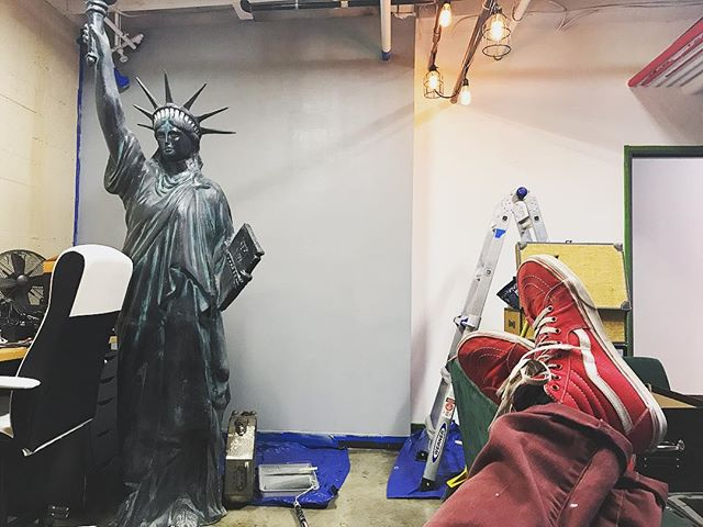 Mr. Corona (@dcoronaoriginals) has been having quite the relaxing day, painting at the office today. • • • #mrsmith#mrsmithstudios#iammrsmith#thestatueofliberty#america#statue#painting#work#relaxing#vans#redshoes#motivational#smallbusiness#workinprogress#progress#theoffice#office#officedesign#officefun#officefurniture#ilovemyjob#dcoronaoriginals#working#newoffice#production#director#filmmakers#filmmaking#studio