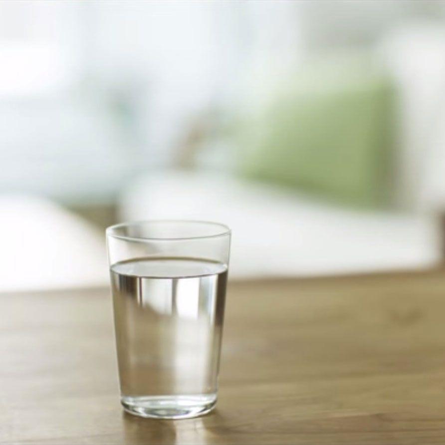 Minum Banyak Air - Banyak orang yang mengalami anyang-anyangan malah menghindari banyak minum untuk menghindari rasa sakit buang air kecil. Padahal, banyak minum air mineral justru membersihkan tubuh dari bakteri penyebab anyang-anyangan, lho.