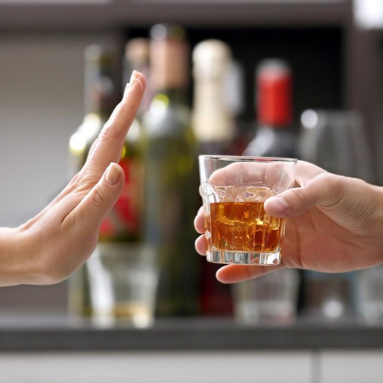 Hindari Penyebab Infeksi - Jika sedang anyang-anyangan, ada baiknya menghindari makanan atau minuman yang bikin saluran kemih makin menderita, seperti makanan dan minuman mengandung kafein, soda, alkohol, nikotin, dan pemanis buatan.