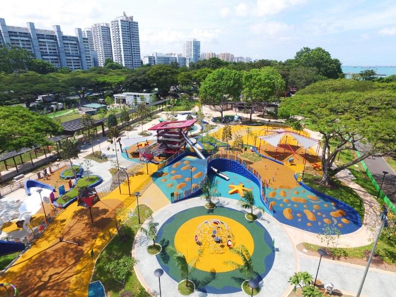 Marine Cove Playground - Jangankan anak-anak, saya saja suka banget sama tempat ini! Marine Cove adalah taman bermain outdoor untuk segala umur yang berlokasi di East Coast Park. Areanya luas banget dan wahana bermain yang disediakan sangat bermacam. Pokoknya dijamin seru, deh, kalau ke sini sama keluarga! Nggak bakalan bosan dan gratis! Sayang aja tempat ini jarang direkomendasi untuk dikunjungi keluarga-keluarga yang melancong ke Singapura. So I thank STB for introducing me to this place! Sebelumnya, saya sudah sedikit me-review tempat ini di sini.Image credit: bca.gov.sg