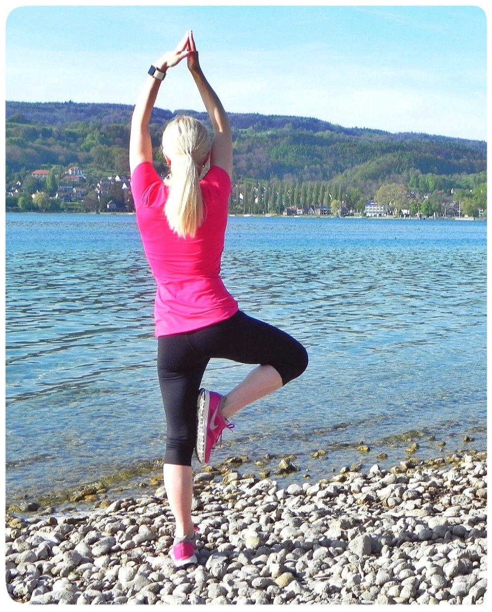 Der Baum aus dem Yoga. Position 5 Atemzüge links wie rechts halten
